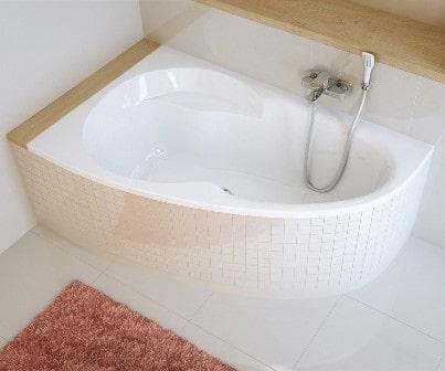 Профессиональный монтаж угловой ванны фото