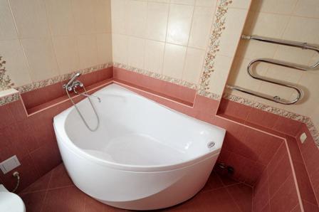 Самостоятельная установка угловой ванны фото